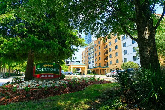 Experience Southern hospitality at its finest at Courtyard New Orleans Metairie. Just 6 miles from the excitement of downtown New Orleans, this hotel makes it easy to explore legendary Louisiana destinations including the French Quarter, Mercedes-Benz Superdome, Smoothie King Center and Tulane University.