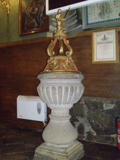 Kamienna, barokowa chrzcielnica wykonana ok. 1789 roku