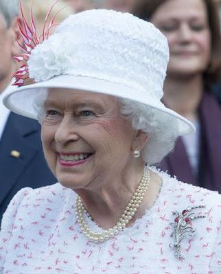 https://4.bp.blogspot.com/-WASH2hryOmo/VZFOOg2mxOI/AAAAAAAACdM/1HYAErhmSdE/s400/Queen-Elizabeth-II-and-Prince-Philip.jpg