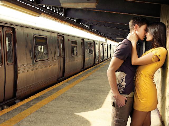 Romantic Kiss Pictures