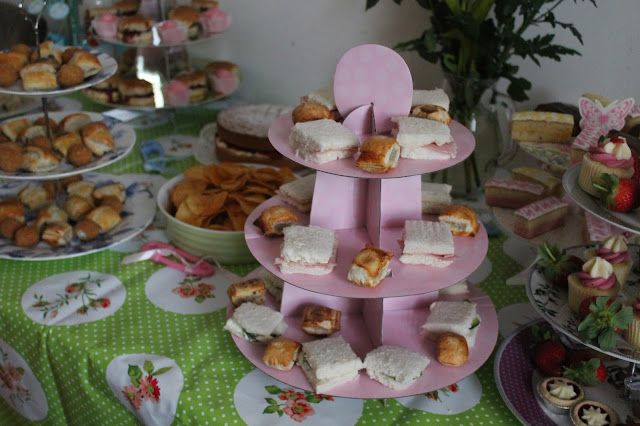 pink card cake stands