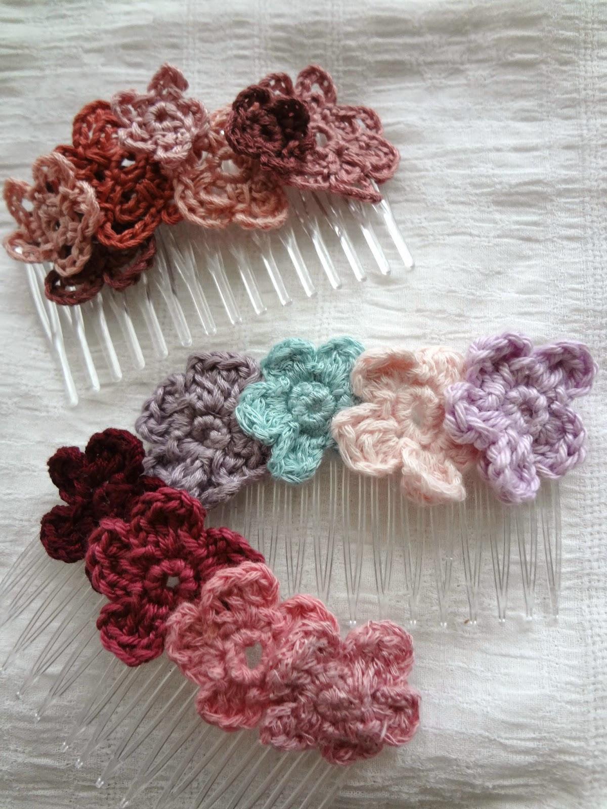 Little Treasures: Make a Flower Hair comb - free flower pattern