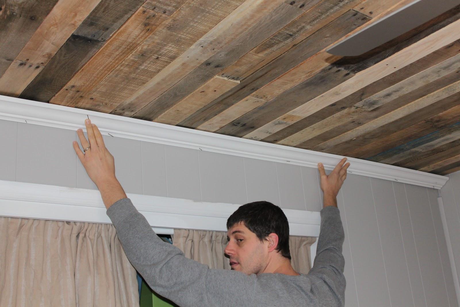 Pallet: Rustic Pallet Wood Ceiling Tutorial   Remodelaholic