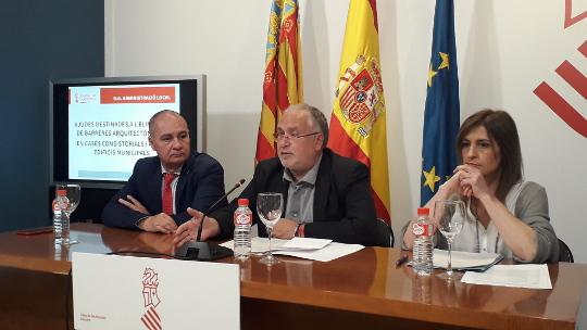 La Generalitat destina 595.000 euros para eliminar barreras físicas en edificios municipales de 25 localidades de la provincia de Alicante
