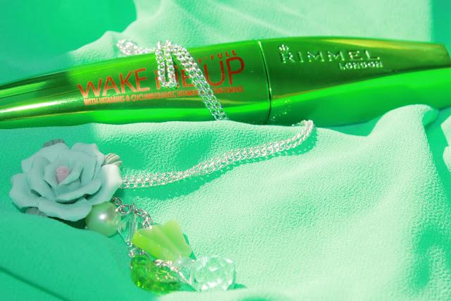 Отзыв: Новинка от Rimmel: Объемная тушь для ресниц Wonder'Full Wake Me Up, с витаминами и экстрактом огурца.