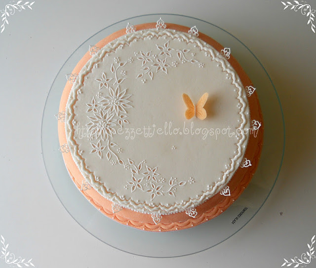 Broderie anglaise e brush embrodery cake