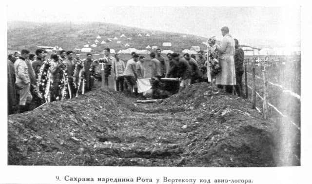 Burial of sergeant-major Rot in Vertekop near the air-camp.