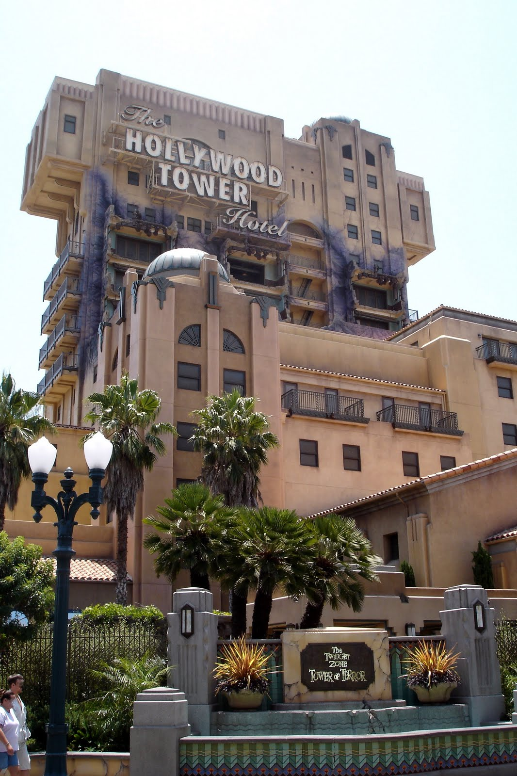 DisneyShawn: Immerse Yourself At The Hollywood Tower Hotel