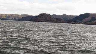 Uma bela cadeia de ilhas no Lago Titicaca.
