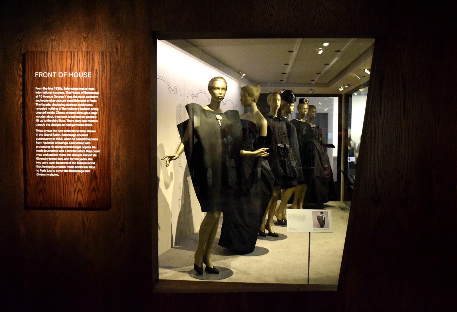 Style Lingua Fashion Balenciaga S Shaping Fashion Exhibition