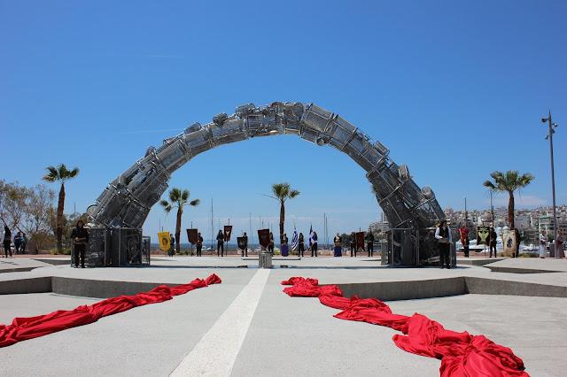Έσπασαν το Μνημείο Γενοκτονίας στην πλατεία Αλεξάνδρας στον Πειραιά