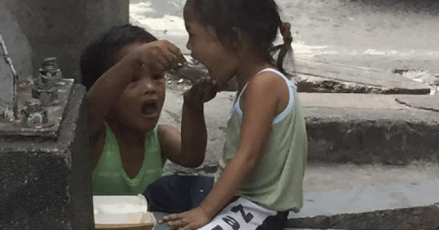 A Filipino Street Child Was Given Food By This Couple. What He Did Afterwards Made Everyone Cry Because Of His Sacrifice!