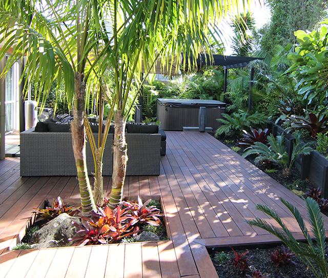 Valorizzazione del verde con elementi ed arredi per esterno in legno
