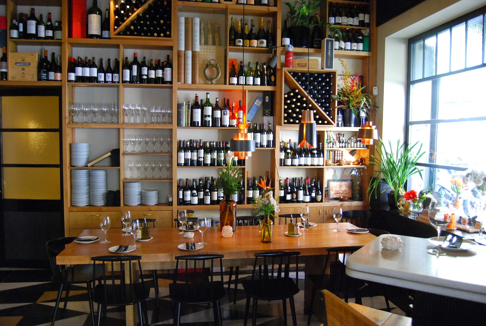Brillat savarin mont bar - Estanterias para bares ...