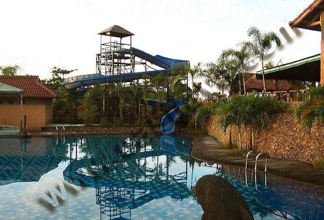 Foto kolam renang Bukit Daun Hotel and Resto Kediri