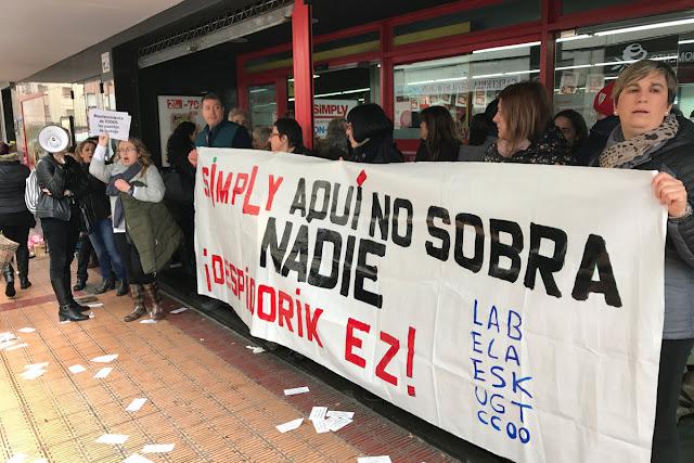 Protesta de trabajadoras de Simply