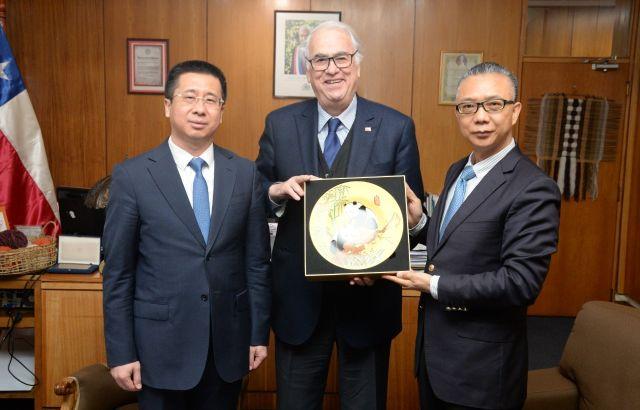 David Dou Yong, Intendente Harry Jürgensen y Embajador de China, Xu Bu