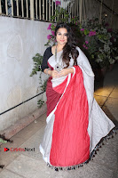 Bollywood Actress Vidya Balan Pos in Saree at Live in Conversation With Renil Aham  0004.jpg