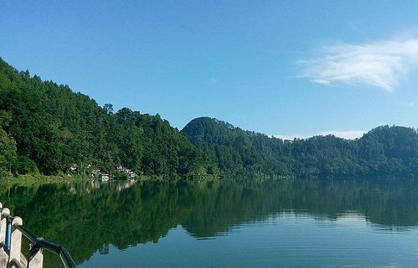 Menikmati Kesejukan Udara Telaga Ngebel, Danau Alami Di Kaki  Gunung Wilis Ponorogo