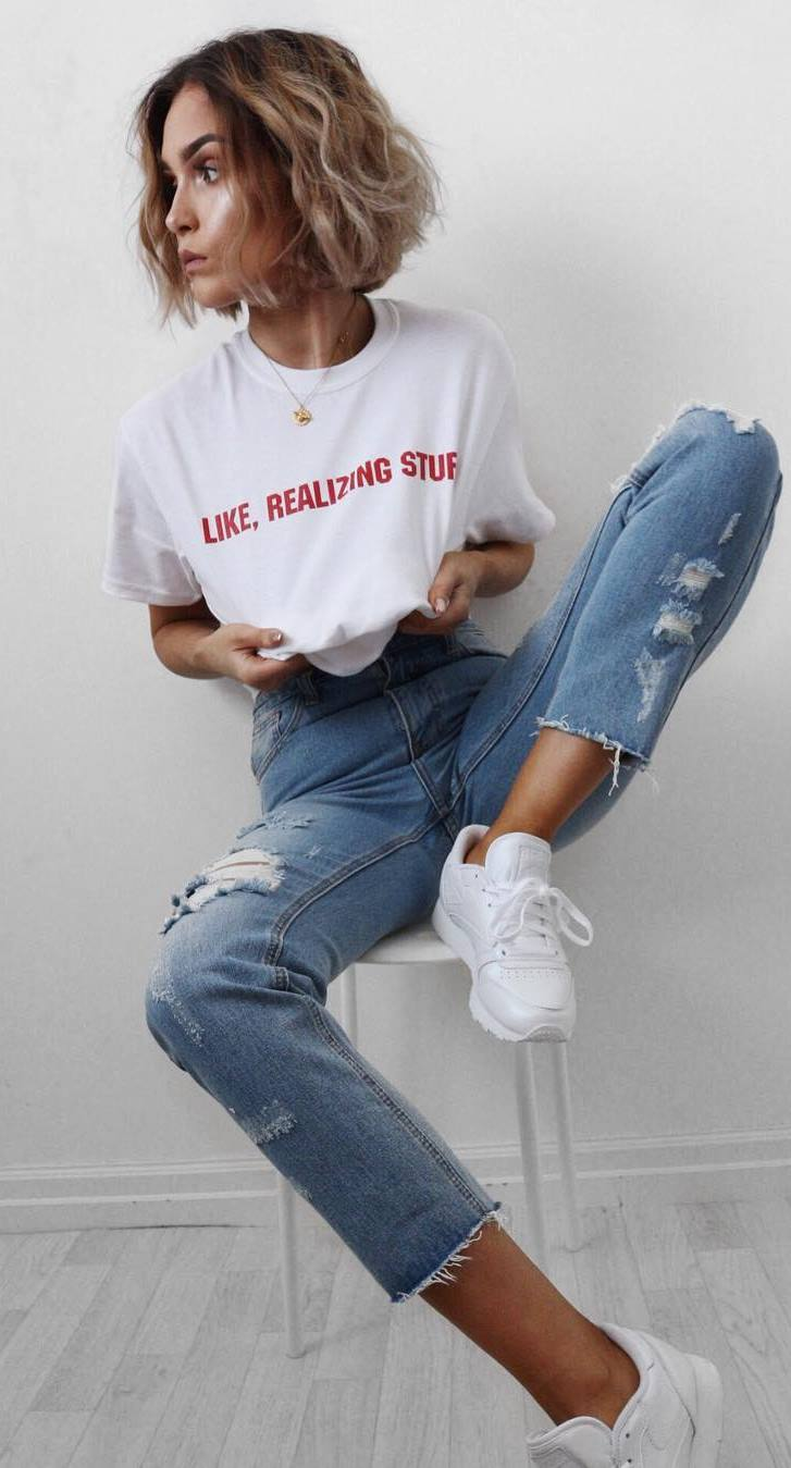 ootd: t-shirt + ripped jeans + sneakers