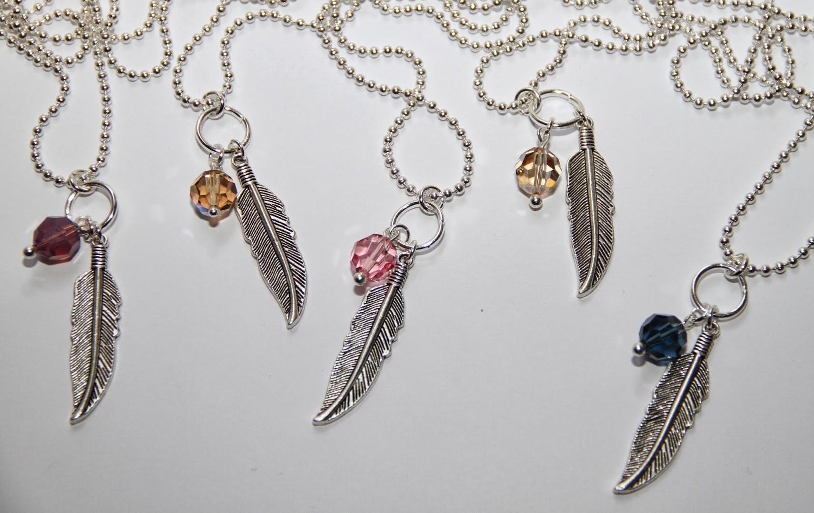 Halsband med fjädrar 0a157daa29827