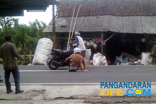 kecelakaan di jalan desa margacinta cijulang Pangandaran