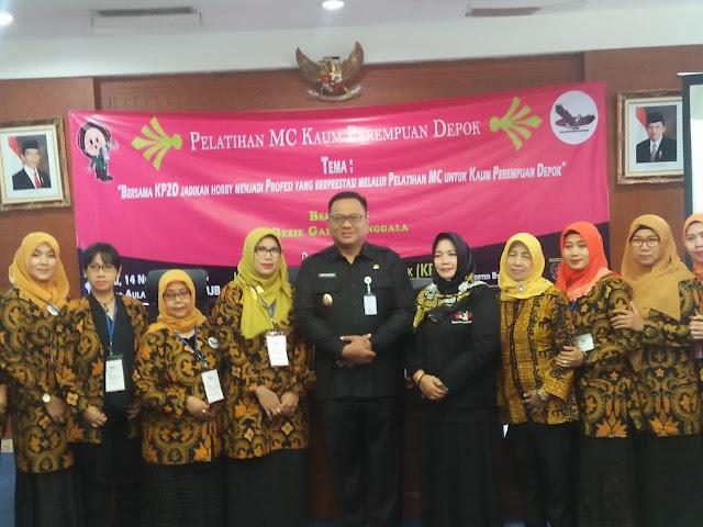 Pradi Buka Pelatihan MC Kaum Perempuan