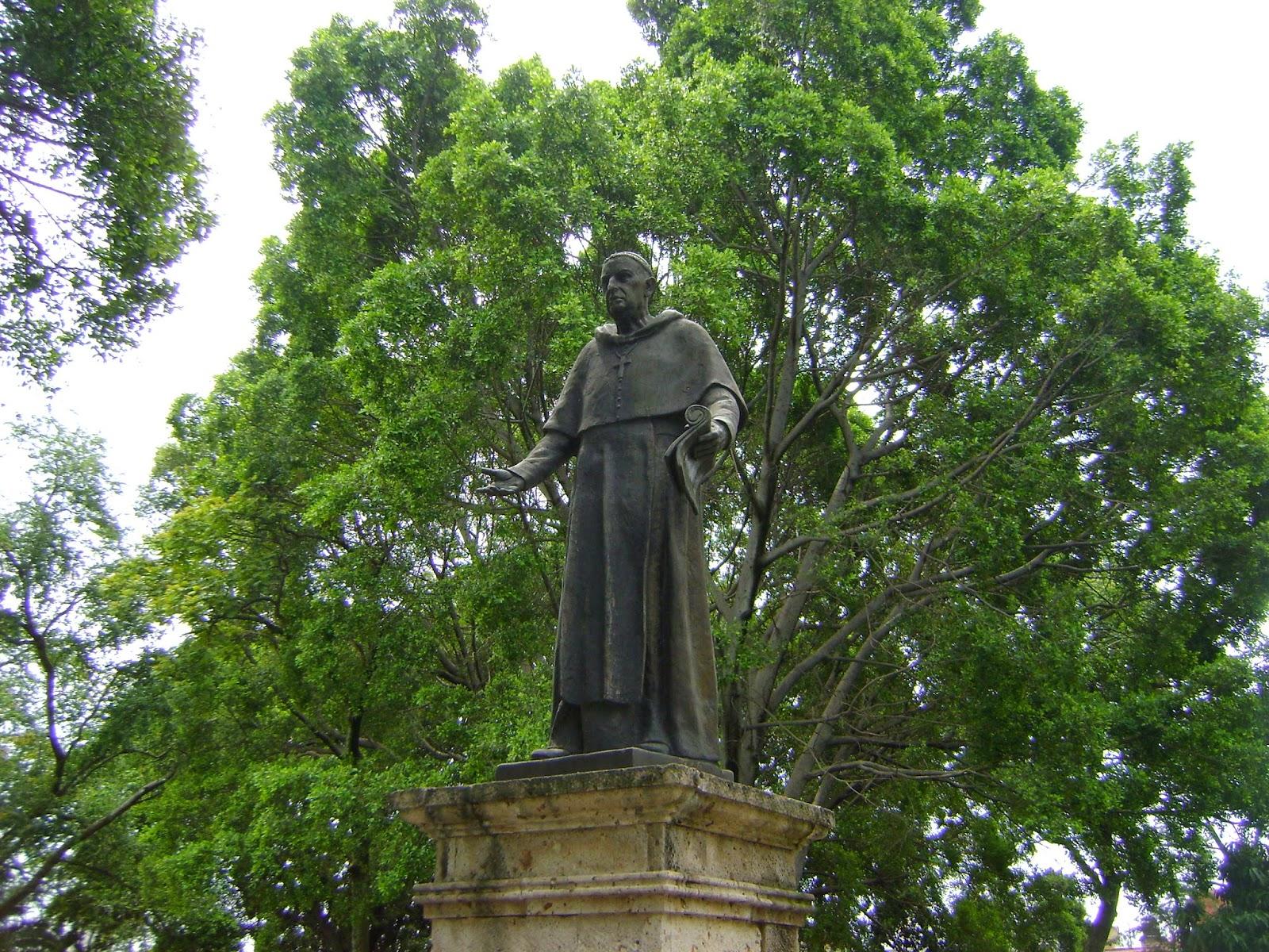 Sancarlosfortin estatua de fray antonio alcalde y barriga for Informacion sobre el jardin botanico