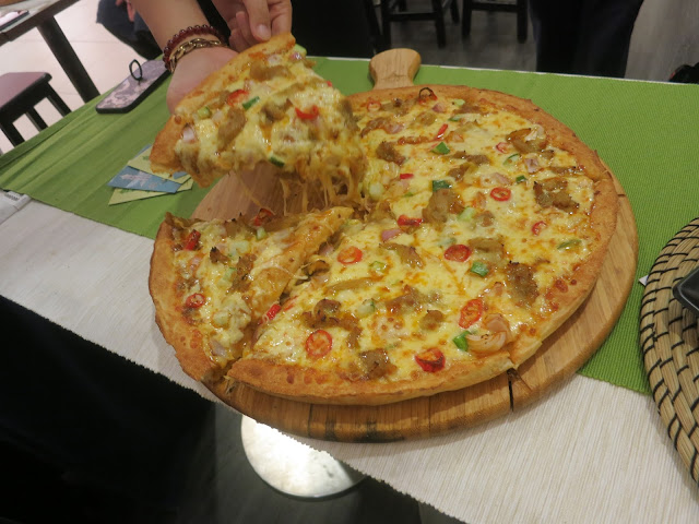 Satay Rendang Pizza
