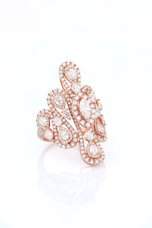 02 Entice Irresistible_ Rose gold ring with marquise, pear & round diamonds