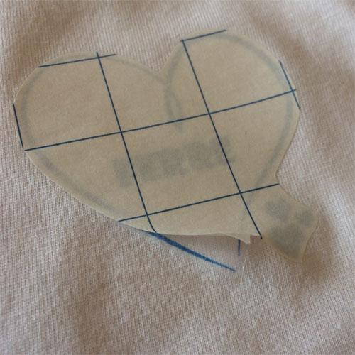 transferpapier van aangebrachte afbeelding op textiel verwijderen