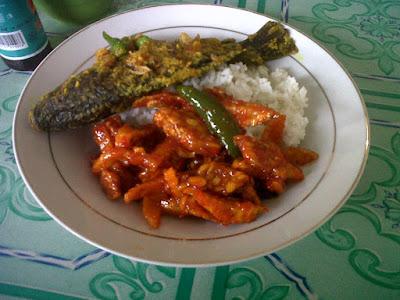 nasi ikan pesmol