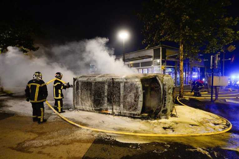 Resultado de imagen para Francia: Queman 11 coches durante unas protestas en Nantes