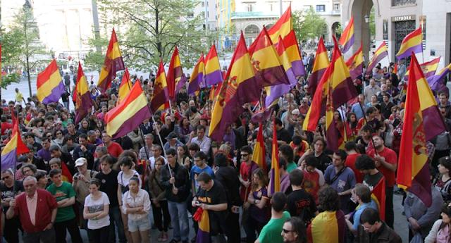 España avanza imparable hacia la III República