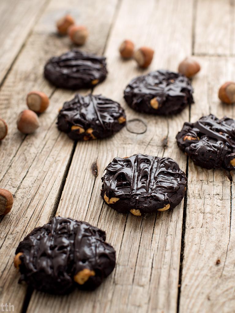 Czekoladowe ciasteczka awokado orzechy laskowe wegańskie, bezglutenowe, bez cukru wegański blog kulinarny