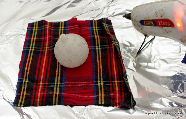 use flannel pajamas to wrap Christmas balls for a cabin style wreath