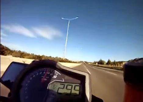 Βίντεο ΣΟΚ: Μοτοσικλετιστής τρέχει με 300 χλμ/ω στην Αθηνών-Λαμίας - Αντιδράσεις στο διαδίκτυο! [video]