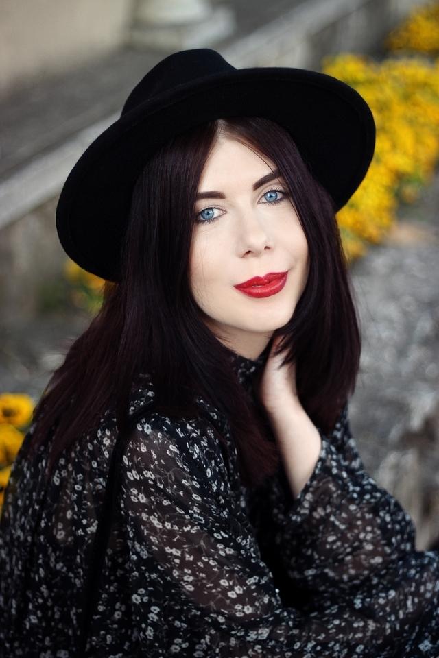 Kombinezon w kwiaty Zara | kombinezon w stylu boho | blogerka w kapeluszu | kapelusz z szerokim rondem | jak nosić styl boho | sesja zdjęciowa Częstochowa | łódzka blogerka modowa | blog o modzie | blog boho | blogerka z Łodzi