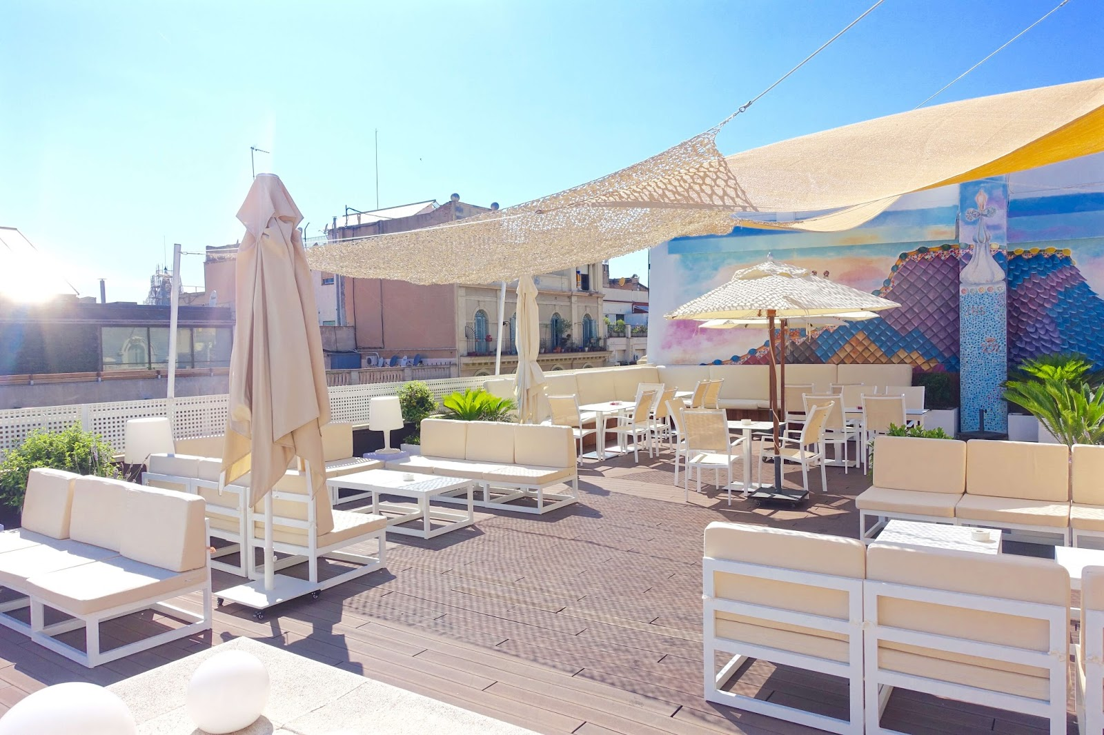 hotel in Barcelona with rooftop terrace and bar