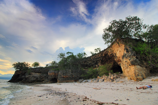 Senja di Pantai Liang Bala Borong