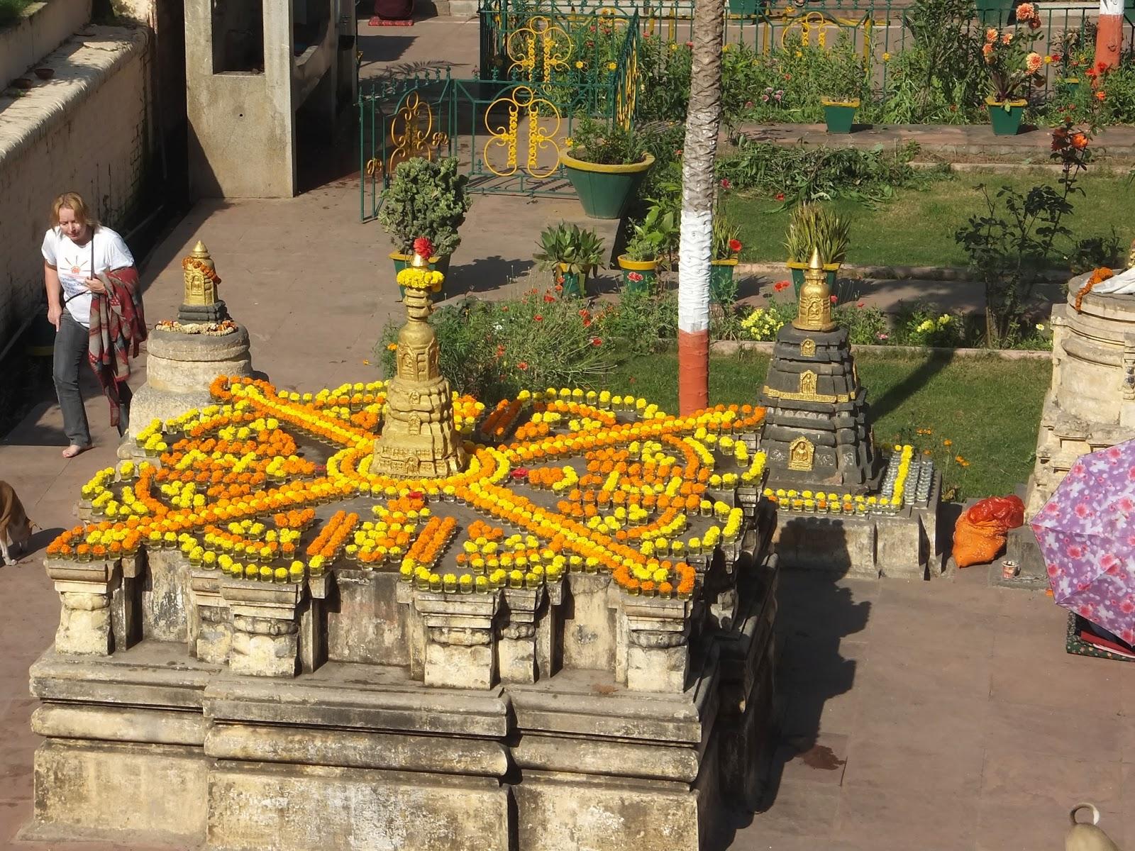узор из цветов в Махабоди