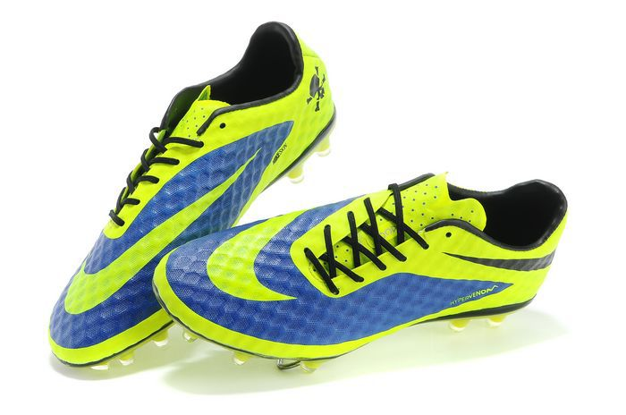 504120e9711 OUTSOLE  Responsive glass nylon chassis with agility traction stud pattern  delivers unrivaled agility