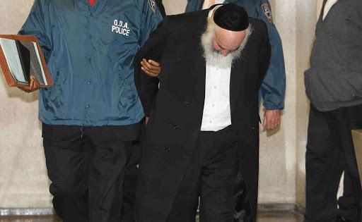 Líder rabino de Queens condenado por robo de US$5MM a escuelas