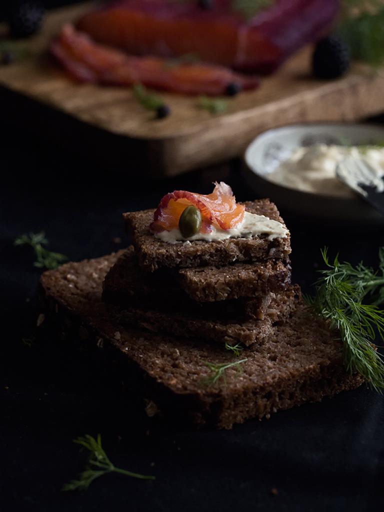 salmón-marinado-con-moras