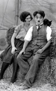 """Чарли Чаплин и Мерна Кеннеди на съемках """"Цирка"""" 2"""