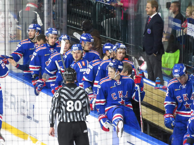 St. Petersburg SKA ice hockey team on the bench