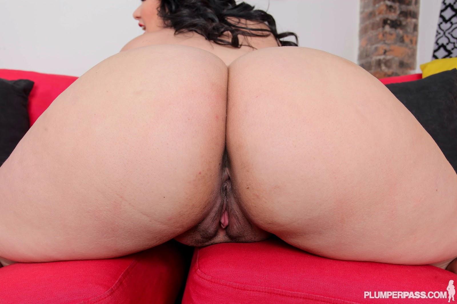 Bbw latina angelina castro rubs cunt with 2 very big girls 3