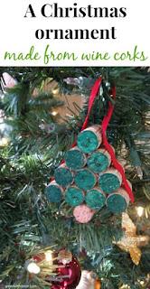 Easy DIY Christmas tree ornament wine wine corks and ribbon