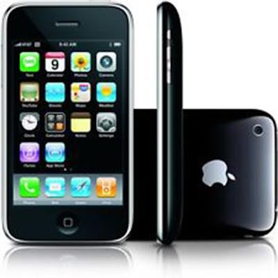 Spesifikasi iPhone 3GS        Disisi hardware, kecepatan prosesor dari iPhone 3GS ini ditingkatkan dari pada versi sebelumnya menjadi 600MHz. Selain itu iPhone 3GS juga memiliki ram yang meningkat menjadi 256MB. Meski performa meningkat dengan prosesor dan RAM yang lebih besar, namun tak sebanding dengan spesifikasi smartphone terbaru saat ini. Pengguna juga telah disediakan memori internal berkapasitas 32GB. Namun sayang iPhone 3GS tak menyediakan slot memori eksternal.        Desain dari iPhone 3GS sendiri sekilas mirip dengan versi sebelumnya. Di ke empat sudutnya di buat melengkung sehingga tak ditemukan sudut tajam. iPhone 3GS ini memiliki dimensi yang berukuran panjang 115,5mm, lebar 62,1mm dan tebal mencapai 12,3mm. iPhone 3GS ini memiliki berat mencapai 135 gram.           iPhone 3GS ini sendiri memiliki kamera dengan resolusi hanya 3MP dan memiliki fitur seperti autofocus serta lampu flash. Meski resolusi kamerannya tak terlalu besar untuk ukuran smartphone saat ini, namun sudah sedikit terbantu oleh adanya autofocus dan lampu flash saat ditempat yang sedikit redup. Kamera iPhone 3GS juga sudah mampu merekam video dengan kecepatan 30fps di resolusi VGA. Namun sayangnya smartphone dari Apple ini tak dilengkapi juuga dengan kamera depan.  Kelebihan  Disain yang menawan  Interaksi sentuh yang unik berhasil menghadirkan nuansa fun pada produk ini