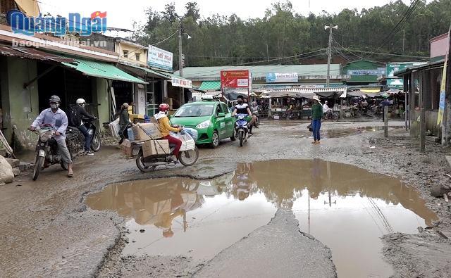Quảng Ngãi Dân khổ vì đường thành ao nước